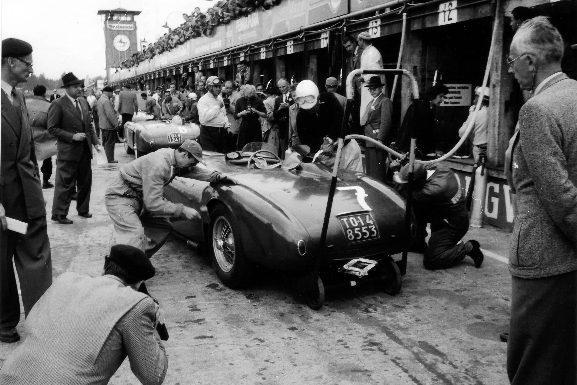 Boxenstopp beim 1000 Kilometer Rennen Nürburgring 1953