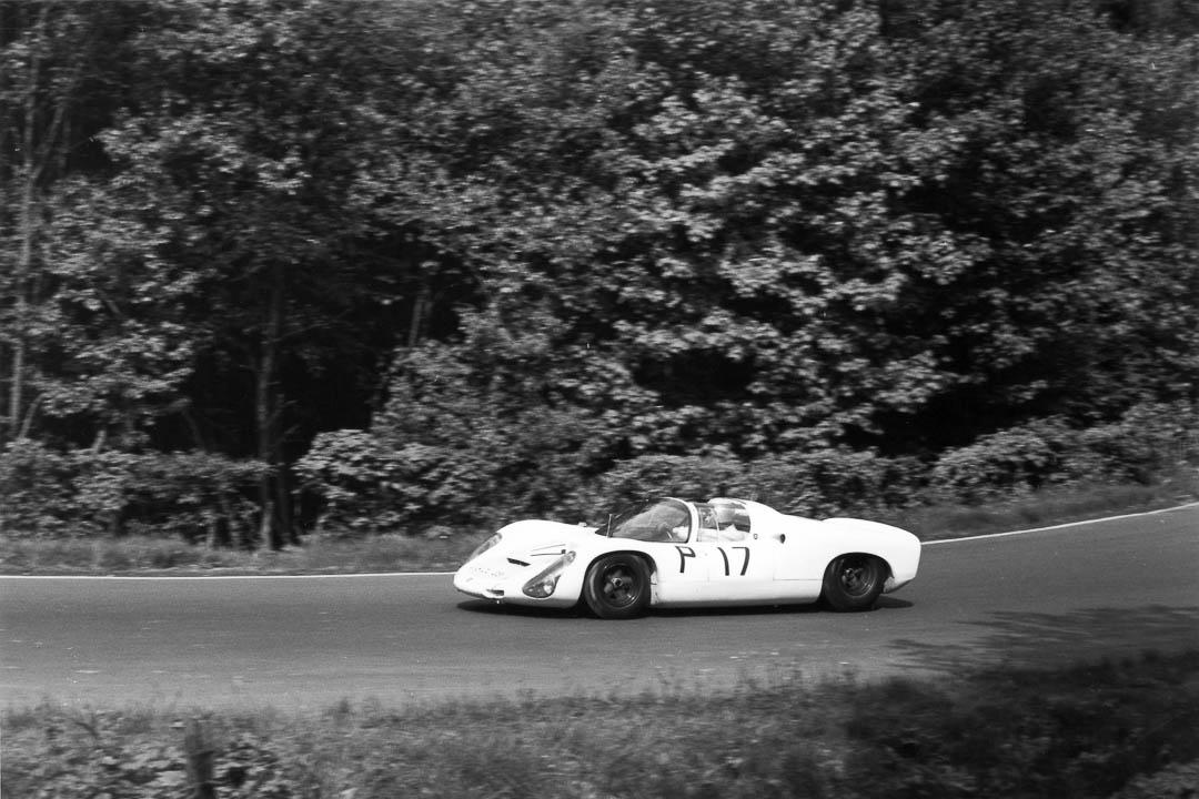 Udo Schütz am Steuer des Porsche Nr. 17 im Brünnchen - Foto: Jacques Bellemans